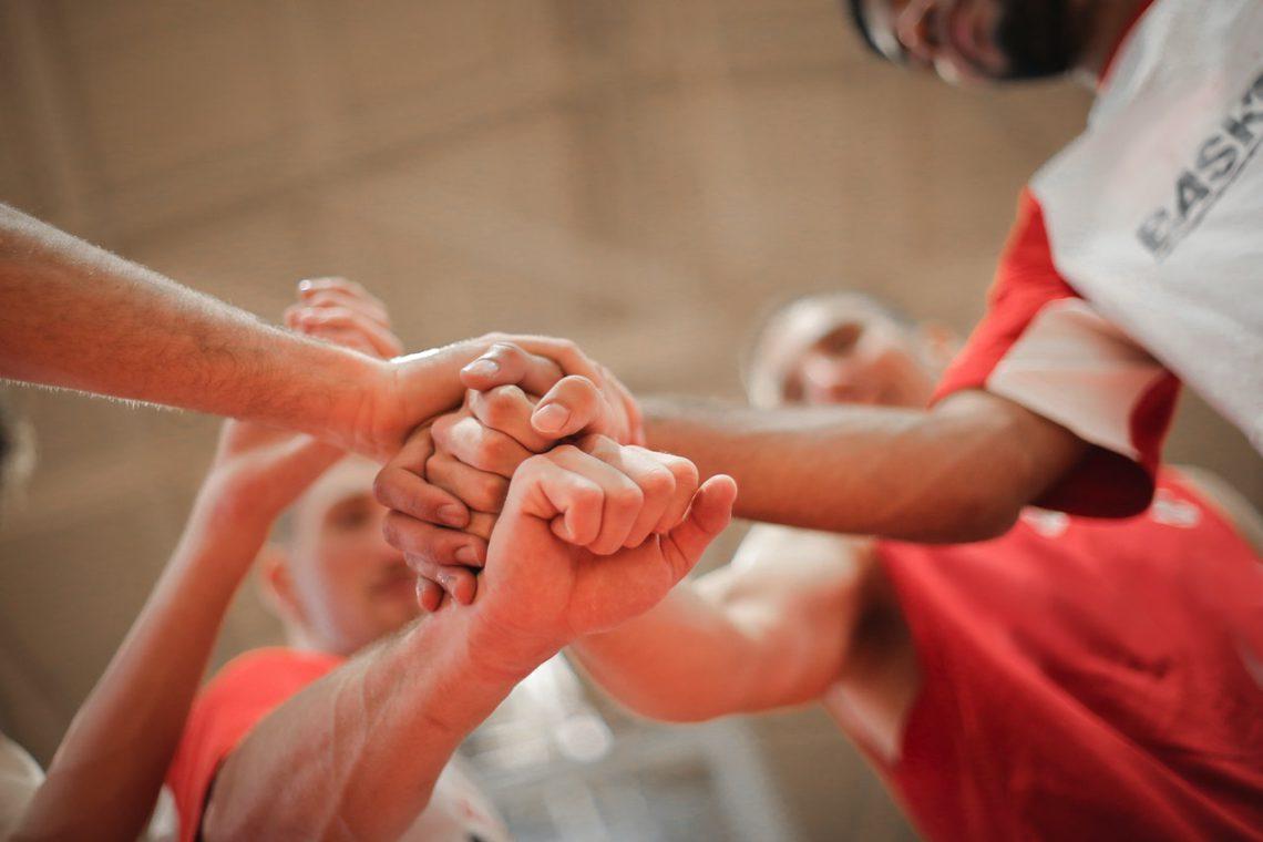 LEARN LEADERSHIP SKILLS THROUGH SPORTS - awards and trophies, custom basketball jerseys, executive coaching, high performance team development